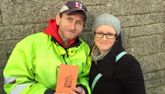 Lindsey Ahmet helps Homeless Man Shaun with social media
